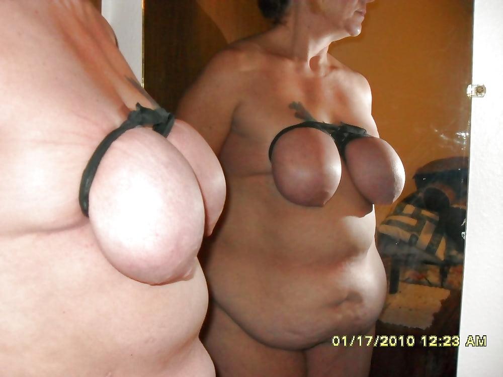Порно фото перетянутая грудь, жена в униформе домашнее фото