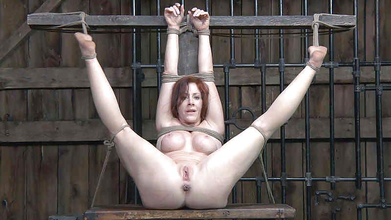 Порно распяли тетке ноги и подвесили смотреть