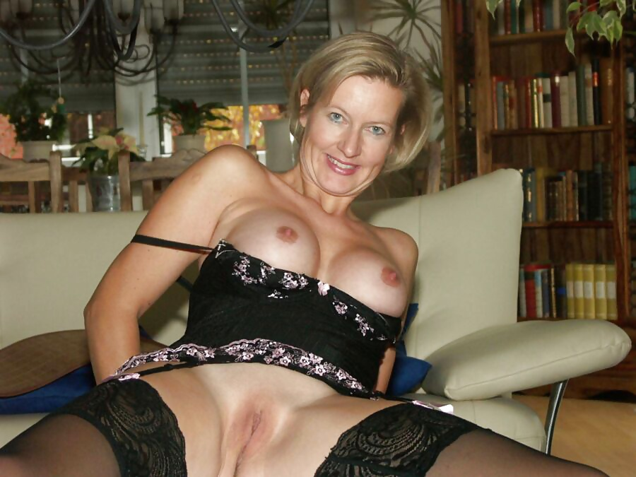 Mature Jamie Foster Strips Free Porn Images