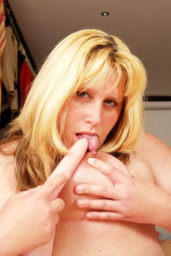 Lesbian seduces lesbian-9107