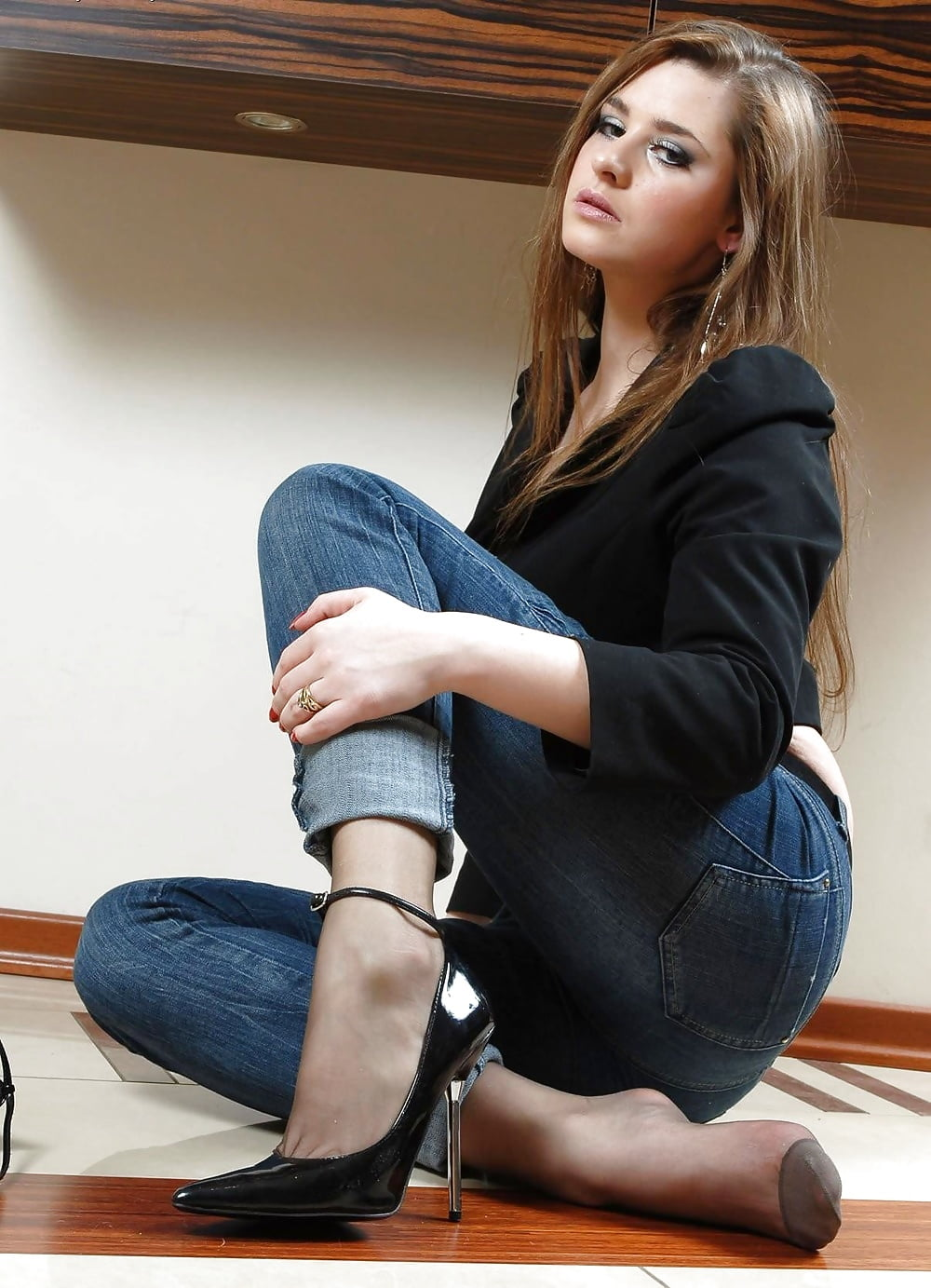 jeans-and-pantyhose-woman