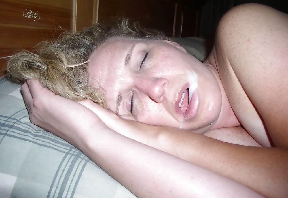 Частные фото кончают на спящих девушек мужик
