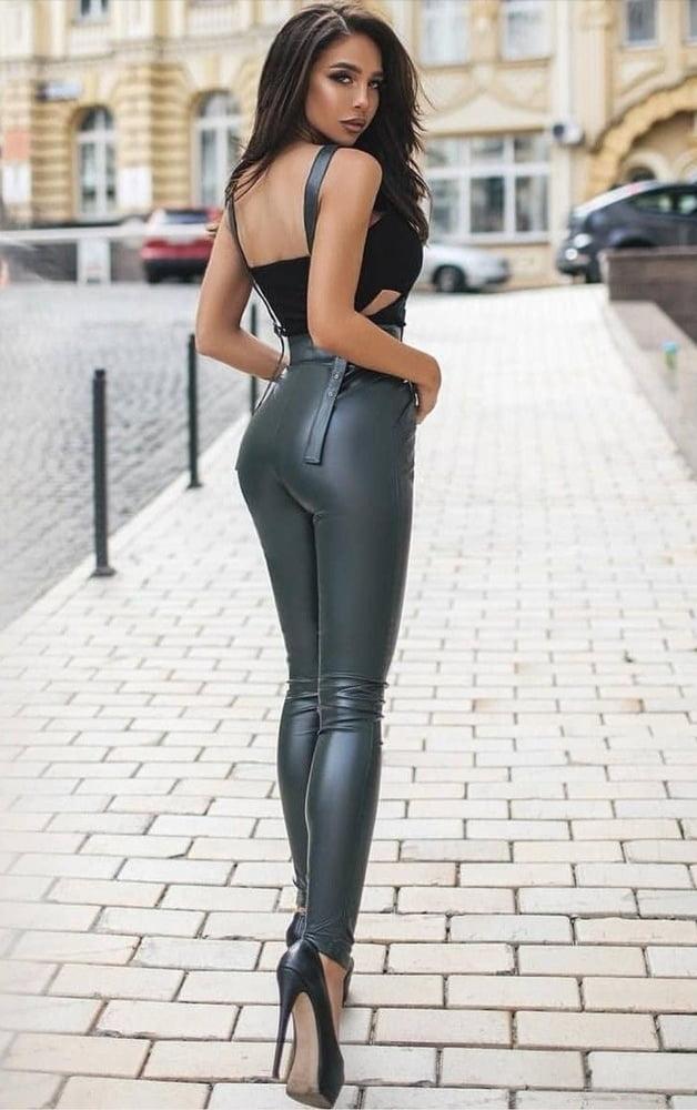 Latex women - 23 Pics