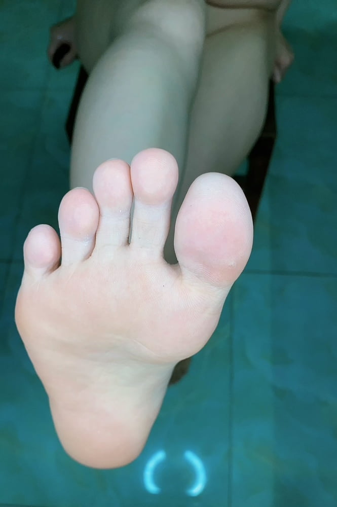 Feet's- 8