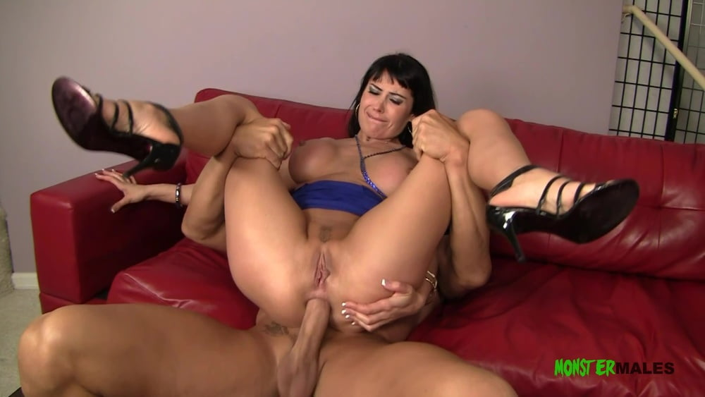 Milf Eva fucked in the ass by a massive cock - 15 Pics