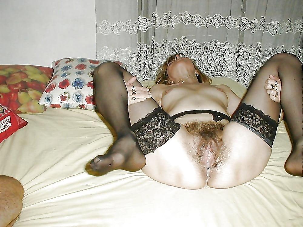 Русская волосатая киска жены кончает домашнее, девушка в секси платье фото
