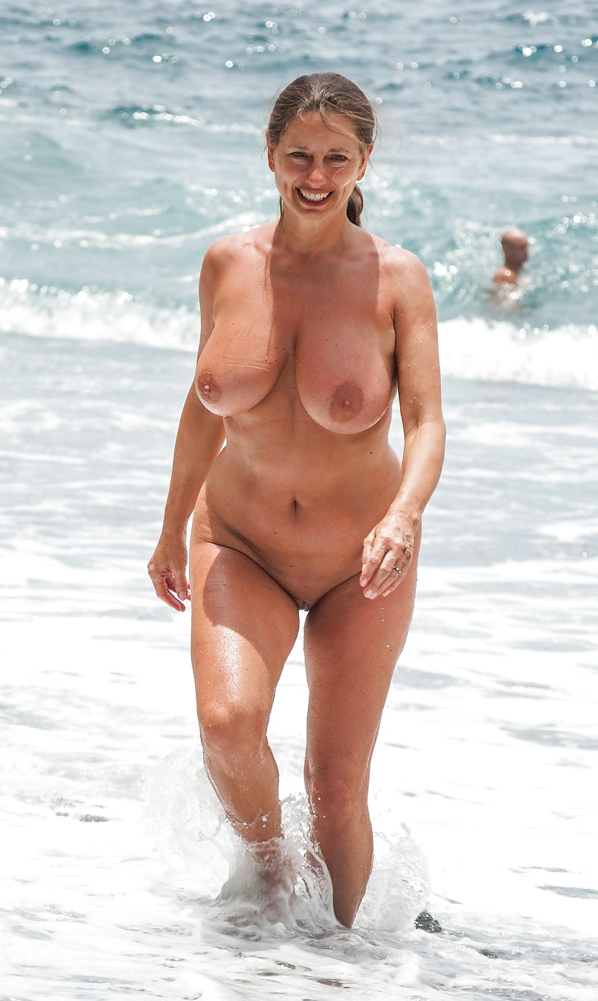 college-girl-beach-naked-gilf-black