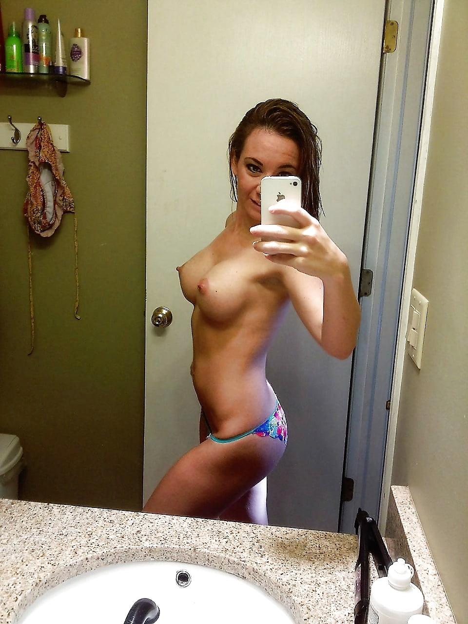 Naked chick selfie porn