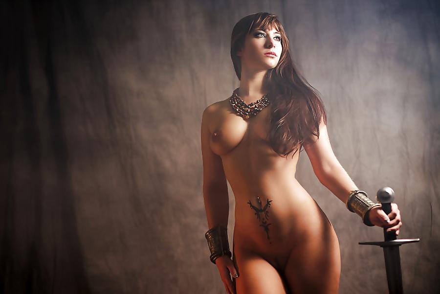 девушки с мечом эротическое фото