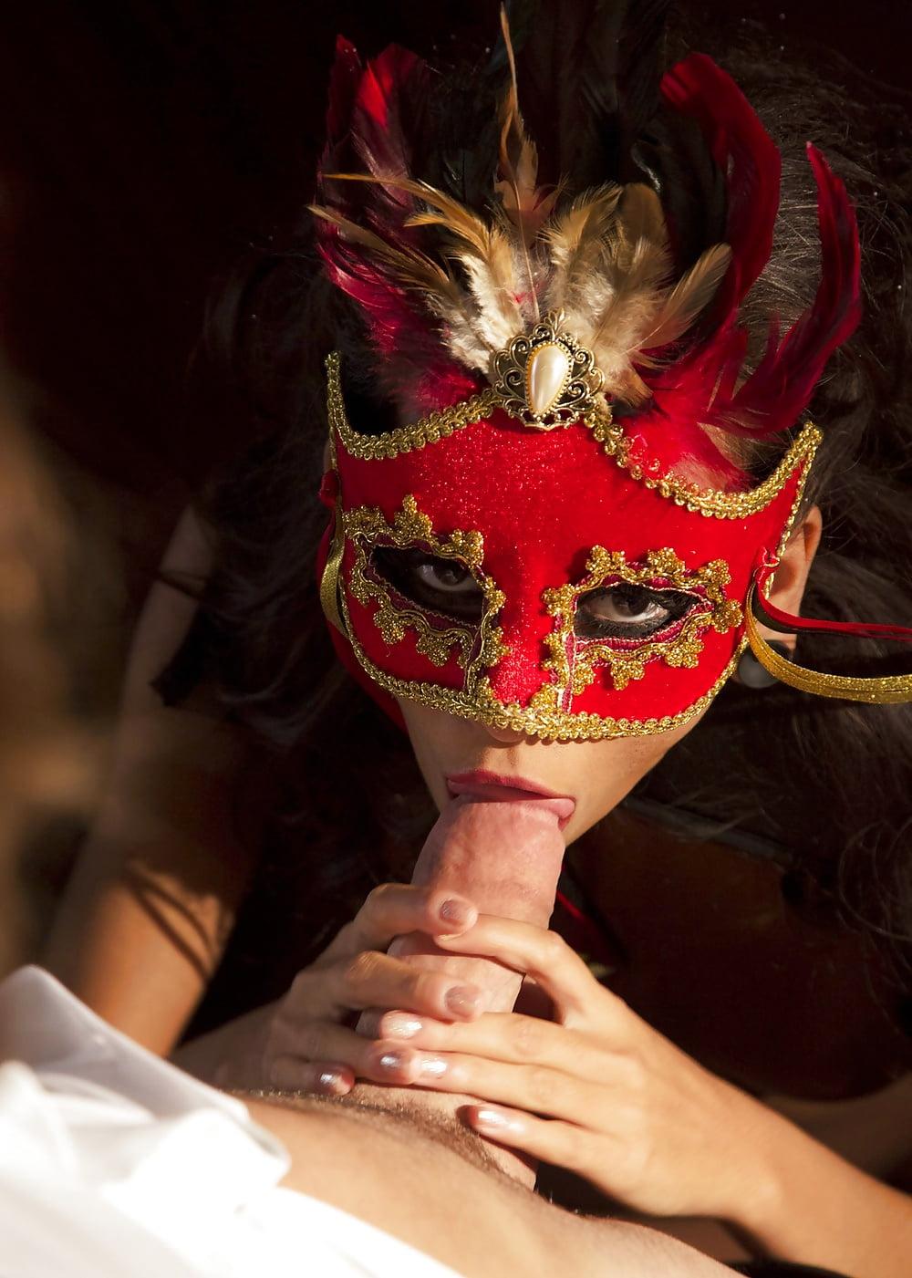 Лесби секс маскарад видео