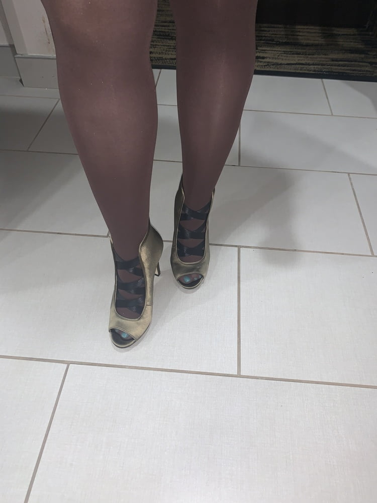 Sexy wife in pantyhose and heels - 23 Pics