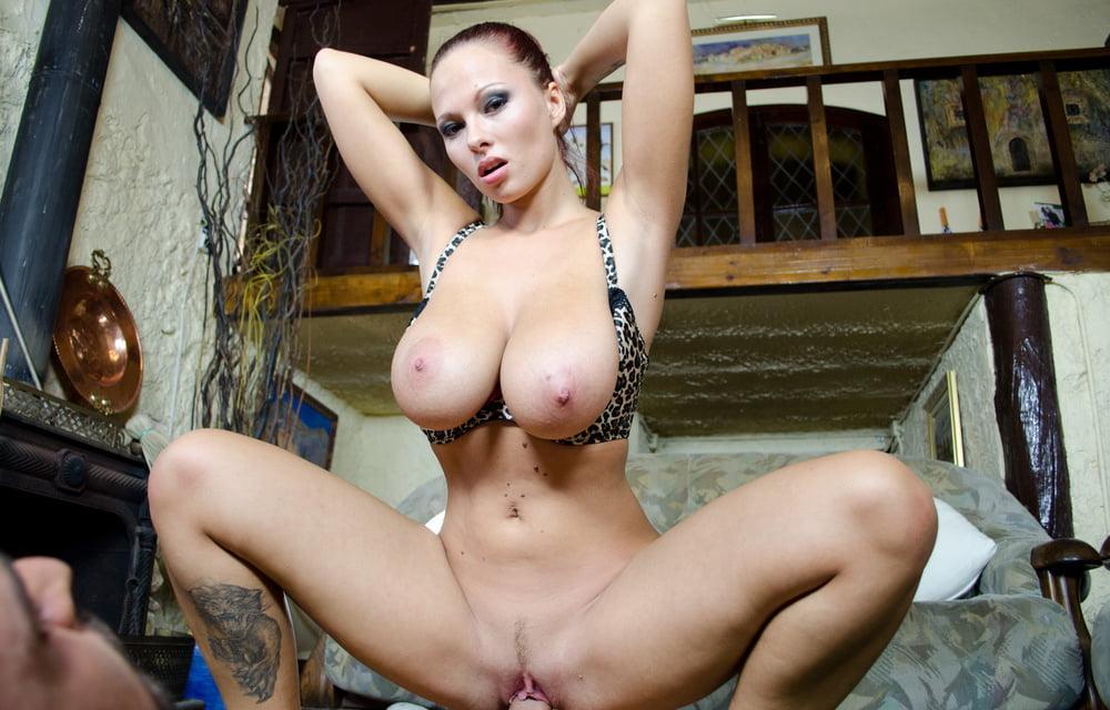 Порно видео раздевание баб с третьим размером груди #2