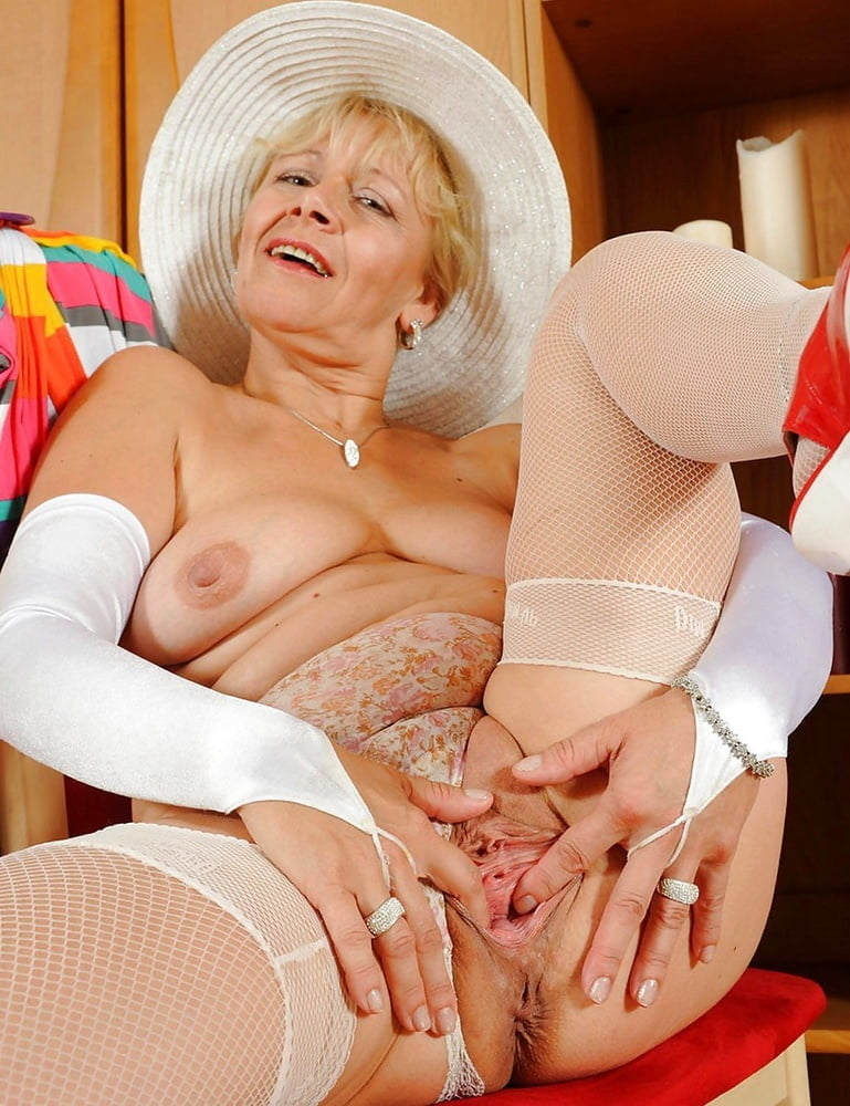 Milf zone tante uting nenen dada sexy mature busty boobs covid stay home