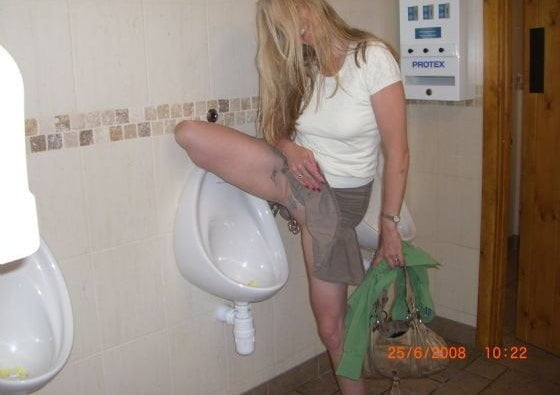 Bursting to pee, sexy naked lady makes it to the toilet in time
