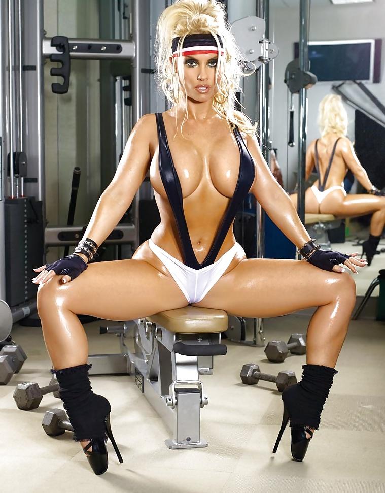 фото эротика девушек в одежде для фитнеса только свете