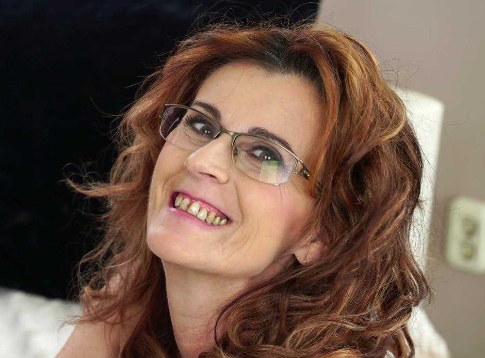 Mayna MayMILF SMILE - 15 Pics