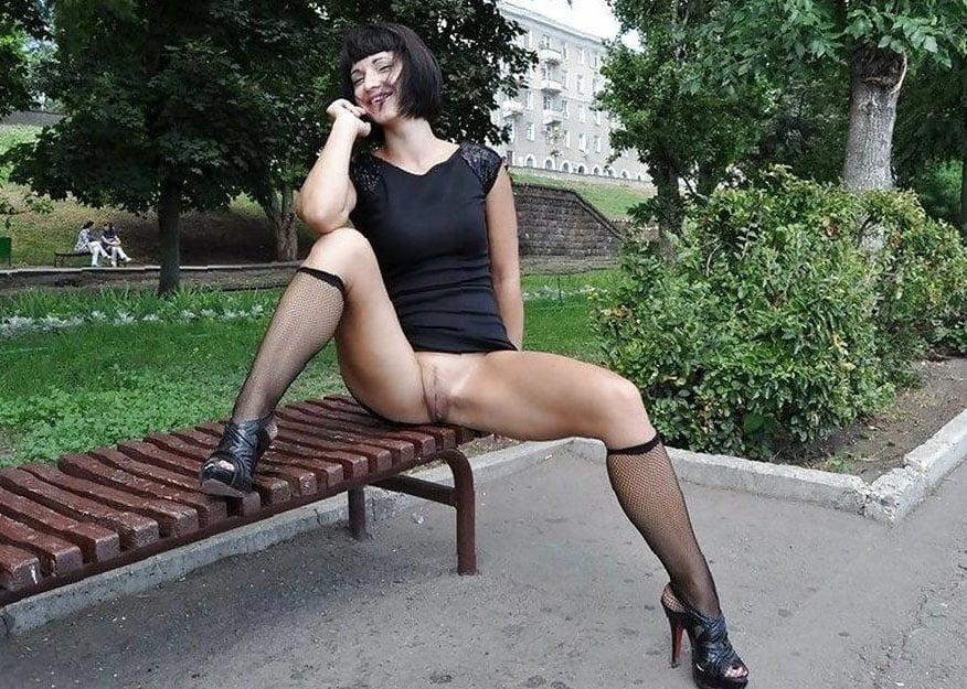 Сквиртинг русски толстые девушки без трусов на скамейке