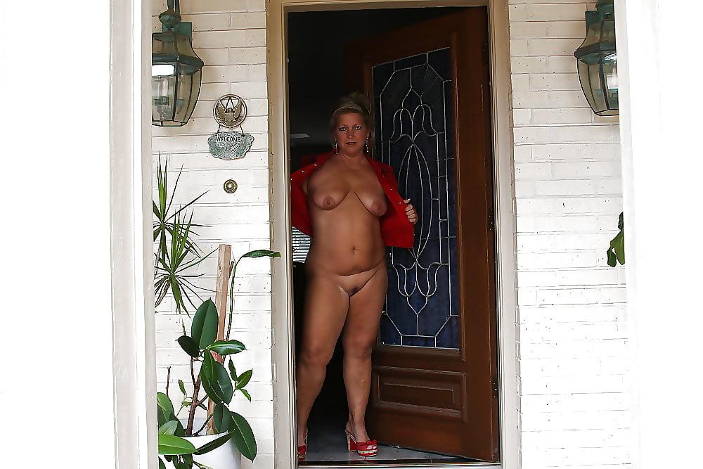 Women nude at the door — pic 15