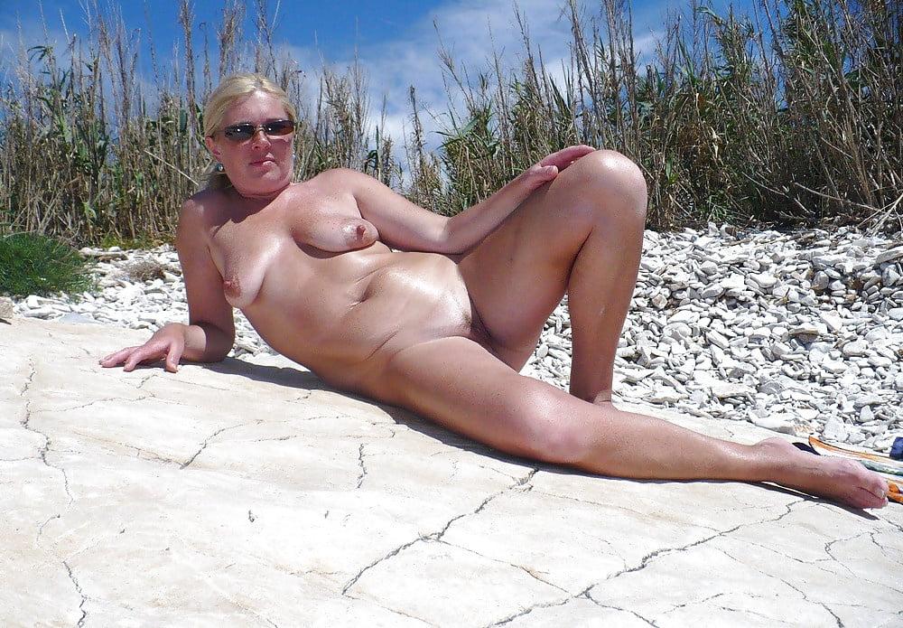 Nude mature women peeing