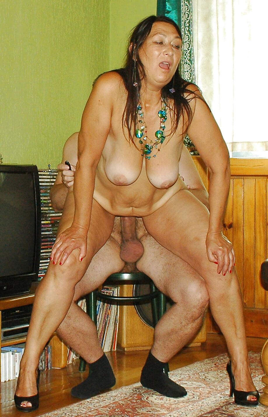 Порно фото ебля телок с обвисшими животами