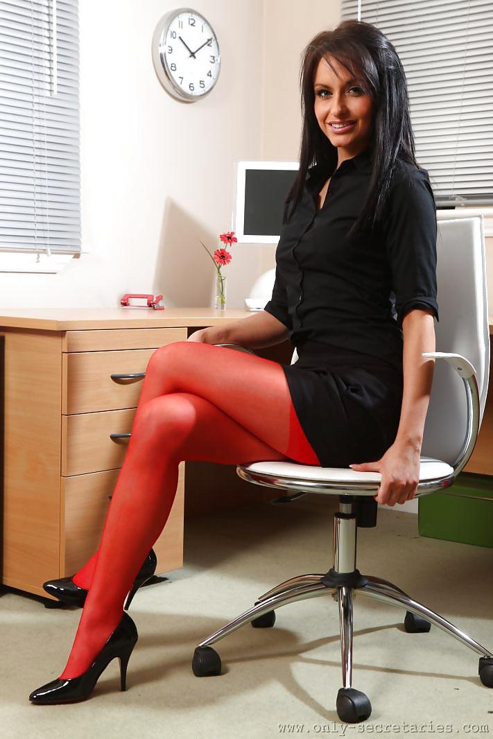 сексуальная секретарша вся в красном - 2