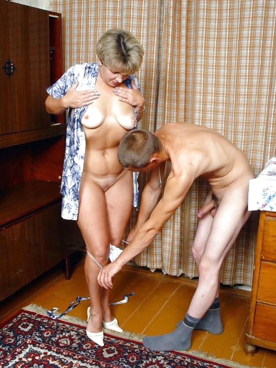 Трахнул тетю в халате, немецкое порно толпой одну пожилую в чулках