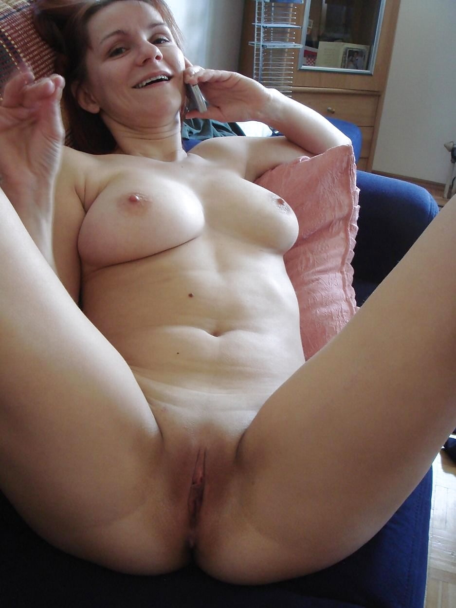 Wife naked pussy selfie — photo 11
