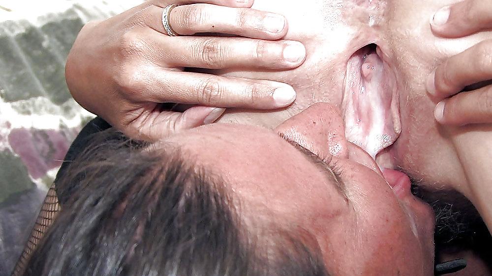 вылизывание спермы из пизды видео