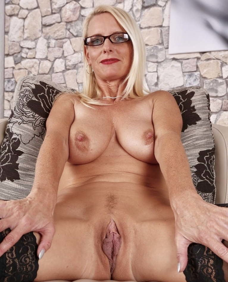 Mature hot pussy pics topless youg girl