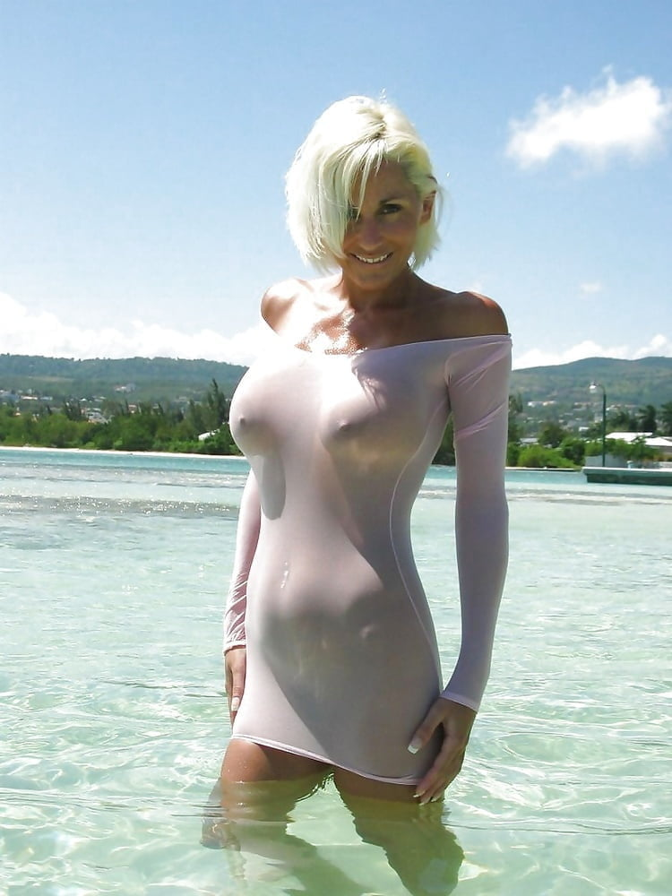 Sexy mom in t shirt, sexy ebony cream girls