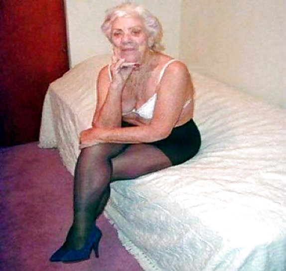 Old granny gets fucked — photo 13