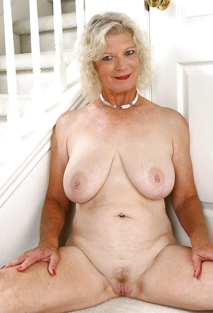 mirtha-nude-mature-on-top-sex-position