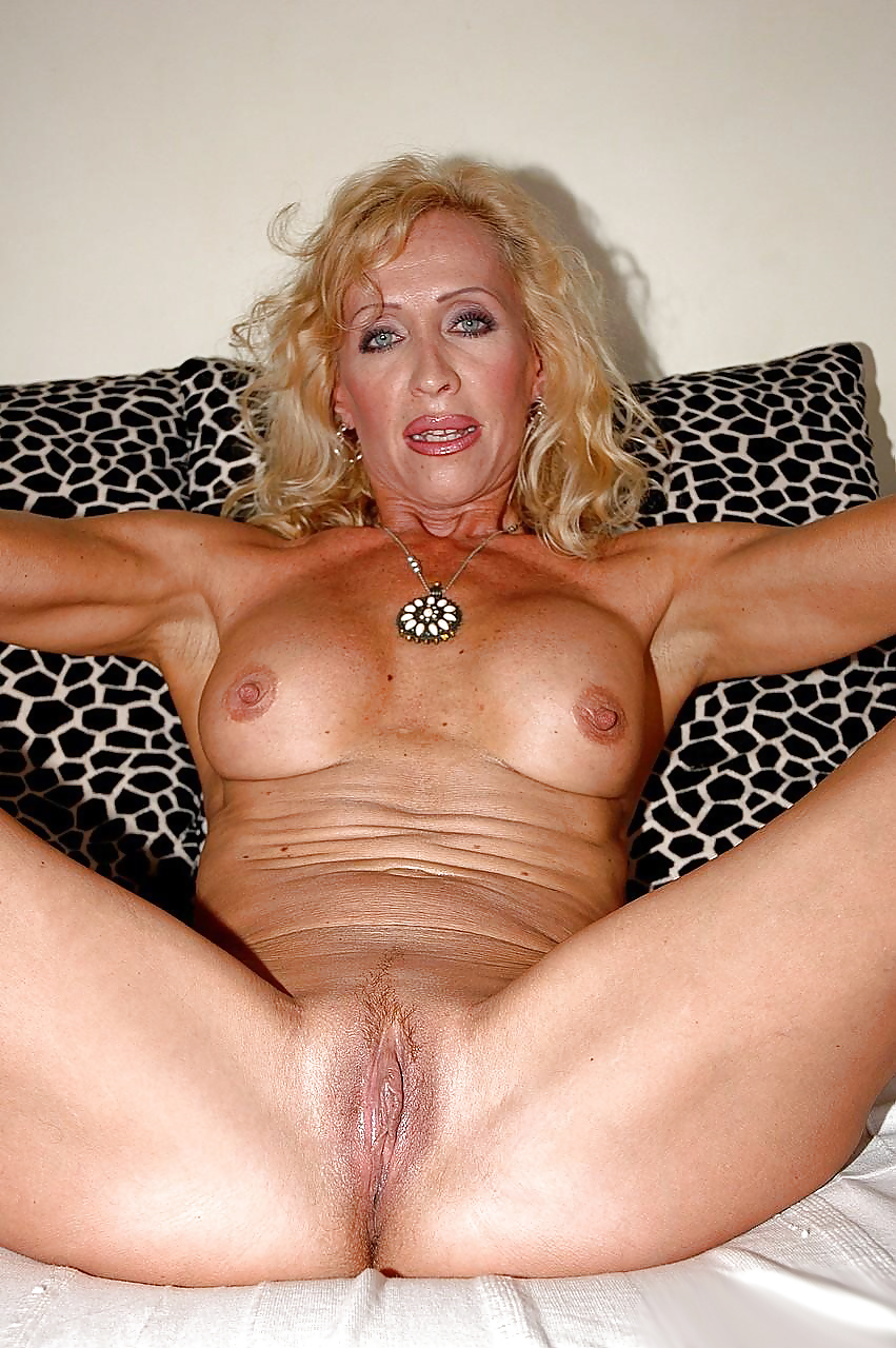 blond-mature-twattures