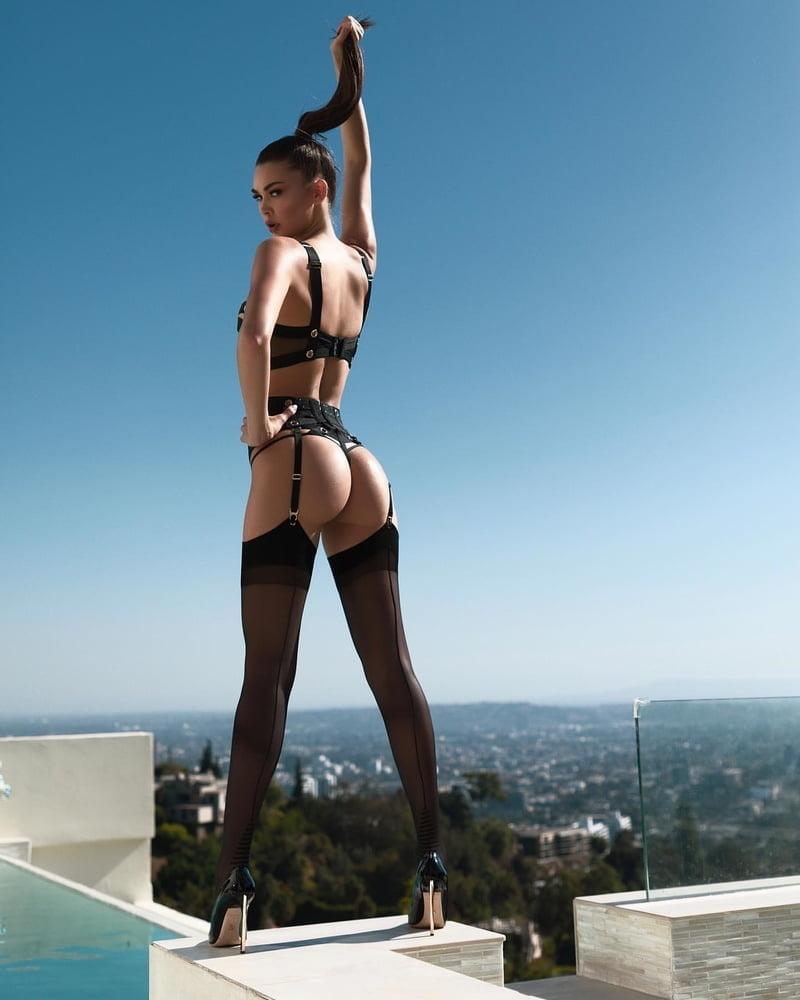 Nude strapse Nylons @