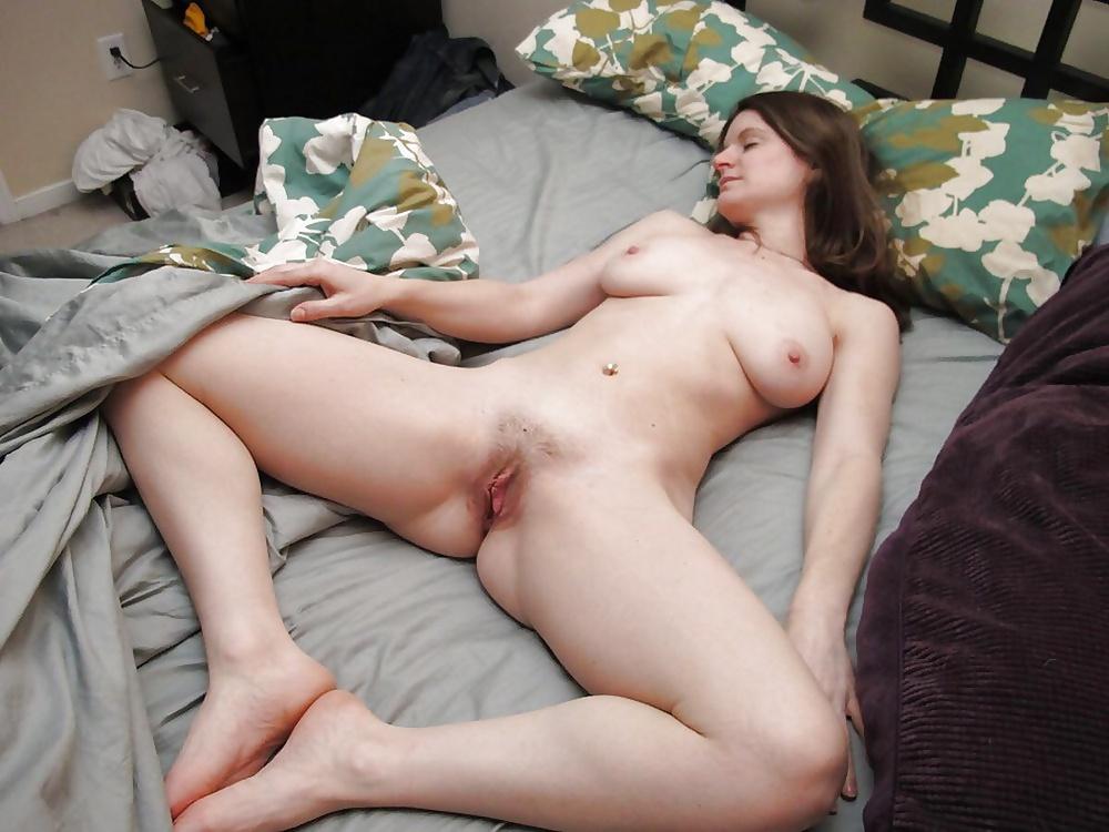 Amateur bedroom screwing porn images