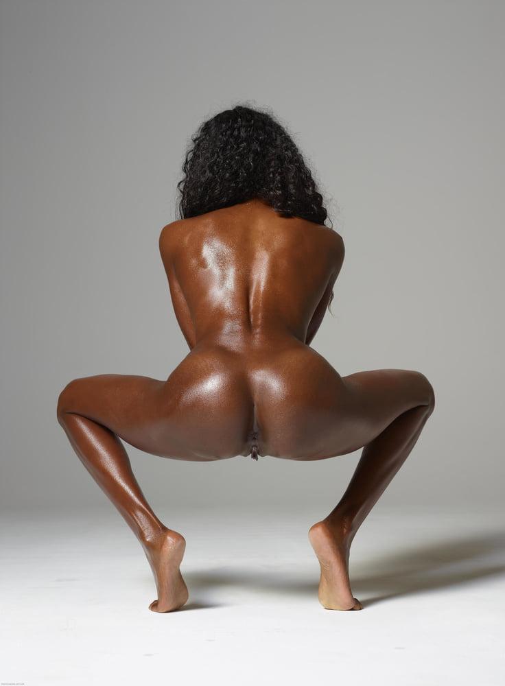 Squatting nude ebony women, xxxdesi big bra porn pics