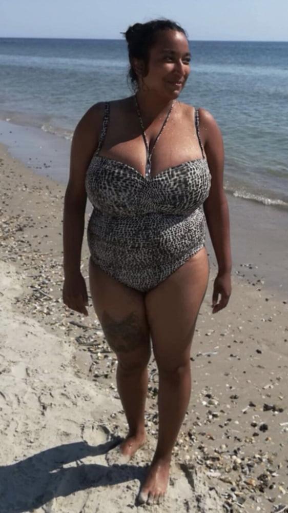 Huge boobs - 5 Pics