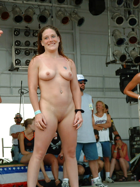 fat-pussy-contest-on-stage