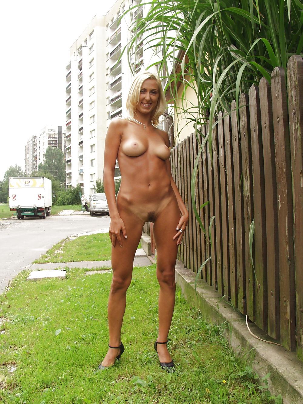 Фото голых женщин эксгиционисток