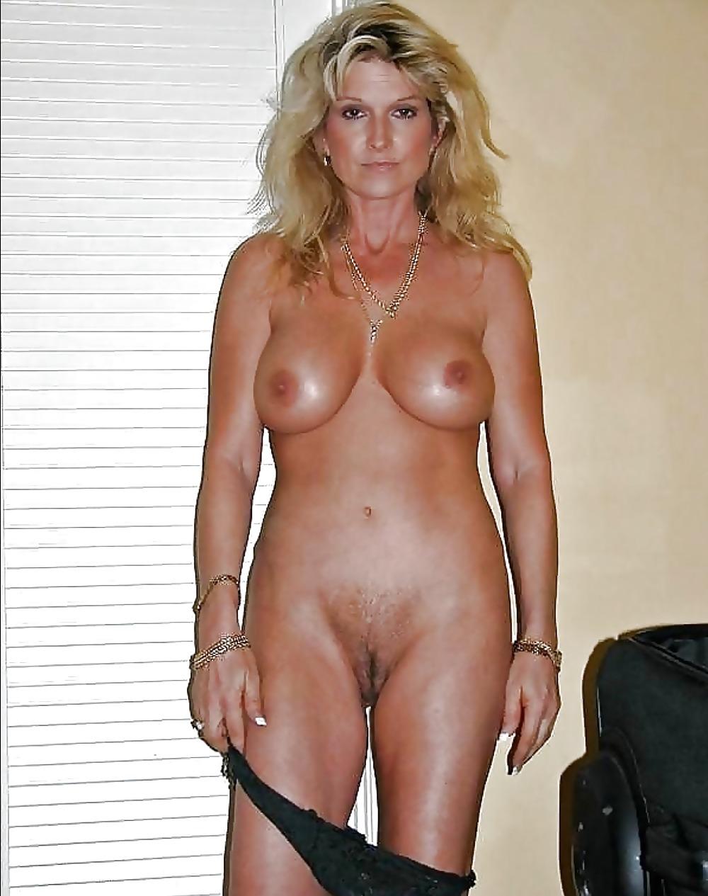 Amatuer Cougar Nude