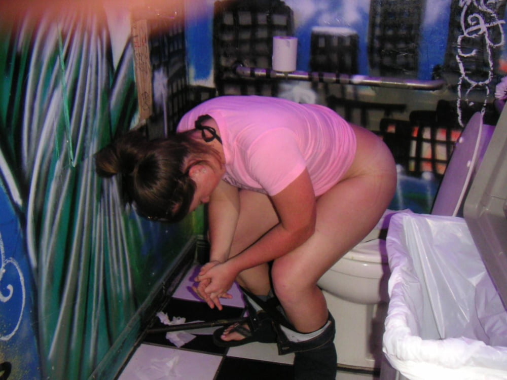 peeing embarrasing Girl