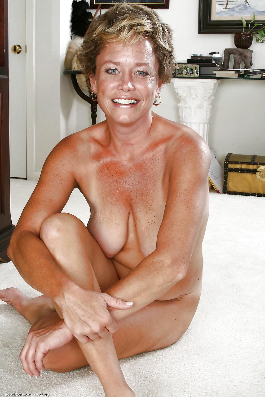 free-pics-essex-girls-older-naked-black-girls-who-love-women-for-sex
