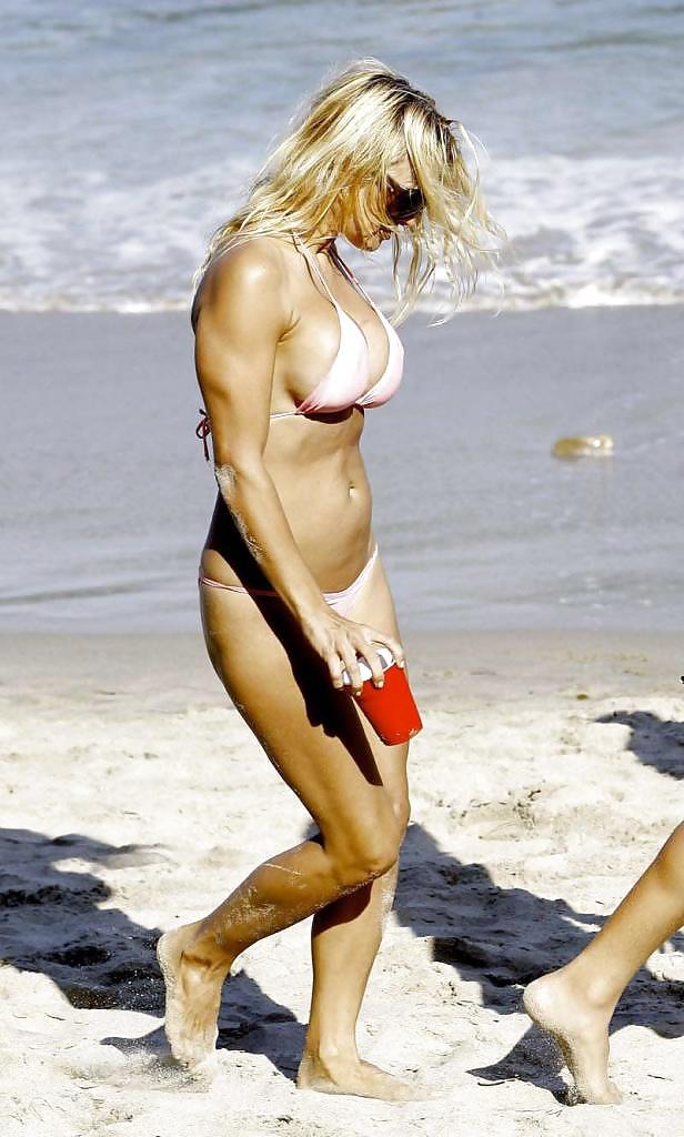 Pamela anderson sexy bikini