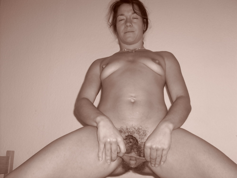Horny mature loves top play with her pussy