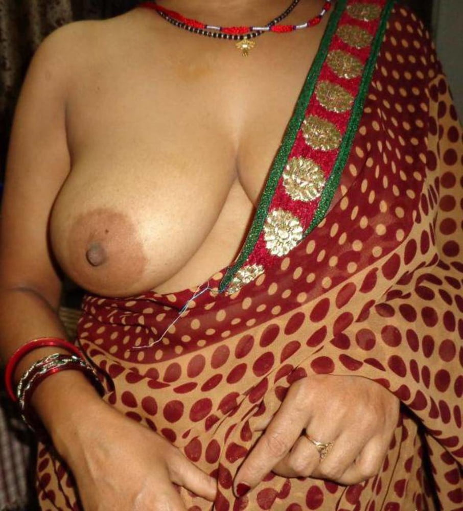 Hot indian girl unhooked her bra expose her boobs