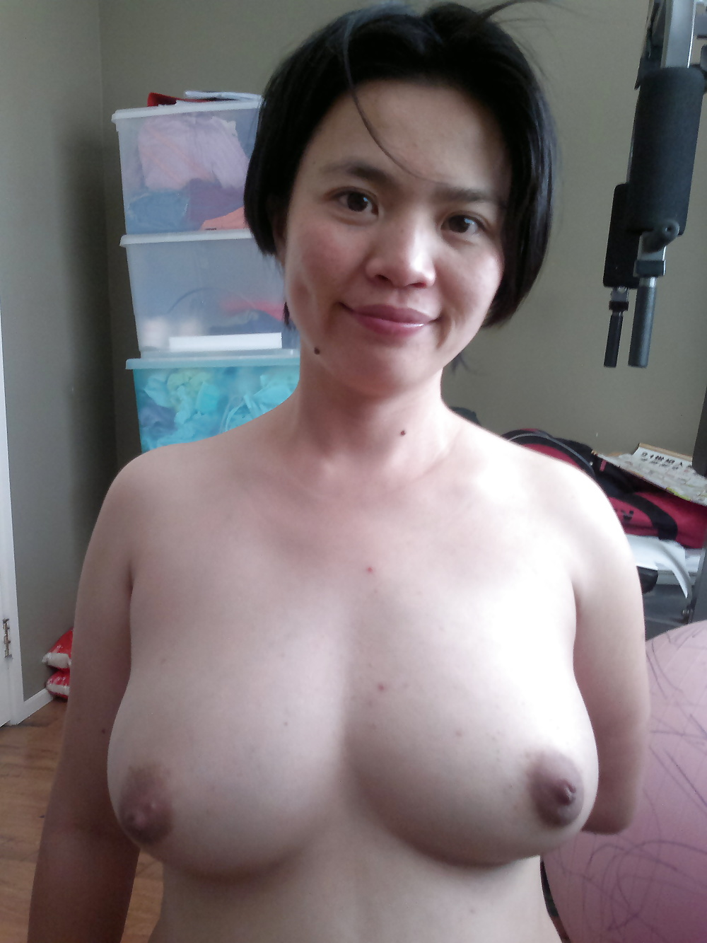 chinese-mom-naked-boobs