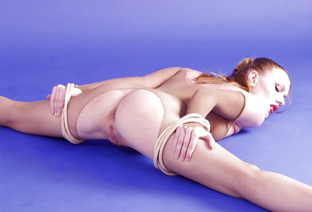 Sexy splitshot flexible women bulge shots