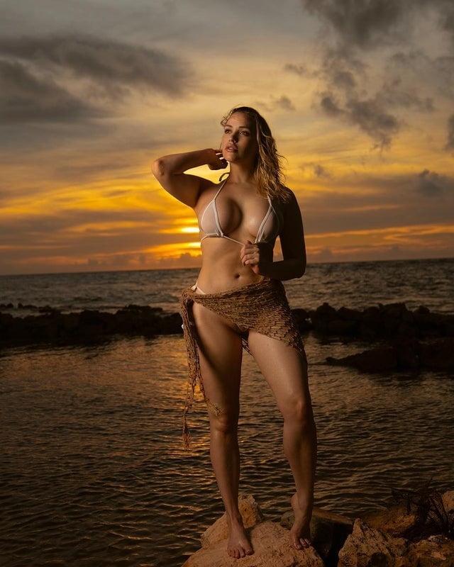 Mia Malkova New Tits - 40 Pics