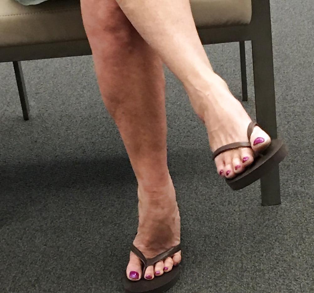 Candid mature gilf latina feet on display