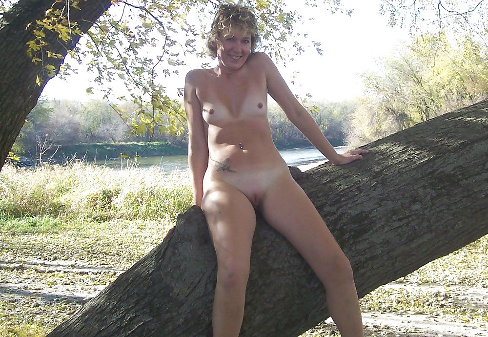 zrelie-golie-na-prirode-video